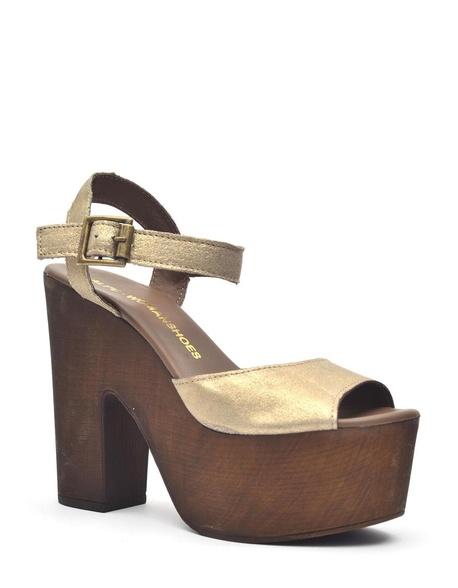 Sandalia fabricada en puffe metalizado